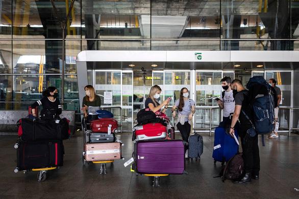 EU cấm cửa khách Mỹ nhập cảnh khi mở cửa lại biên giới? - Ảnh 1.