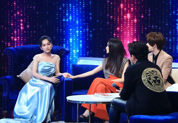 Trấn Thành, Hương Giang gây tranh cãi vì nói 'người chuyển giới nữ chỉ yêu đàn ông' - Ảnh 2.
