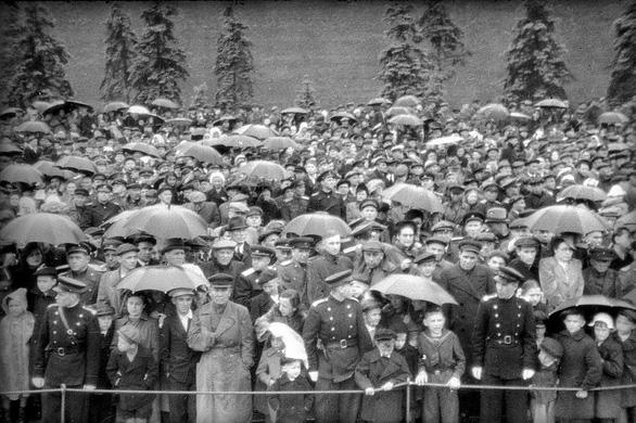 Cuộc duyệt binh huyền thoại 75 năm trước trong mưa dầm - Ảnh 4.