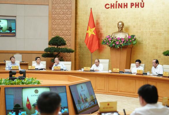 Thủ tướng: Xử lý 12 dự án yếu kém, sai đâu xử đó, không để tiêu cực tham nhũng - Ảnh 1.