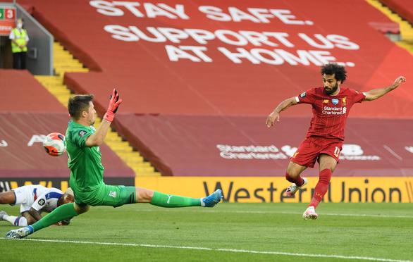 Đè bẹp Crystal Palace, Liverpool chạm tay vào cúp vô địch - Ảnh 2.