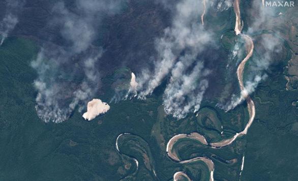 Cháy rừng bất thường ở Bắc Cực, lo khí nhà kính tăng vọt - Ảnh 2.