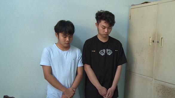 Hai thanh niên 19 tuổi lừa hơn 400 triệu bằng chiêu nhắn tin trúng thưởng - Ảnh 1.