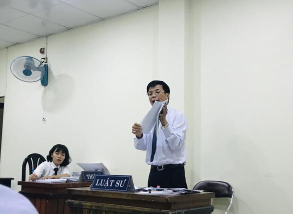 Căng thẳng phiên xử vụ tranh chấp tại Đại học Hoa Sen - Ảnh 1.