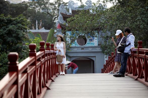 Reuters đánh giá du lịch Việt Nam hồi phục tốt hơn New Zealand - Ảnh 1.