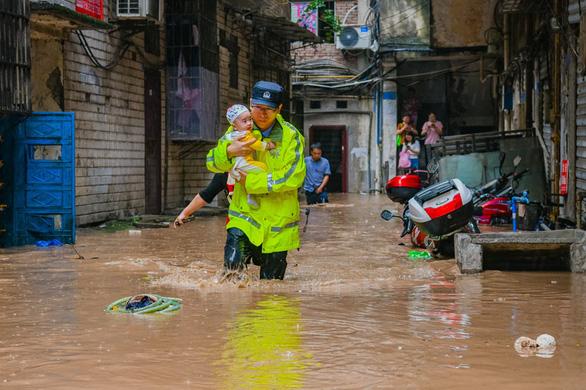 Trung Quốc đang che giấu tình hình mưa lũ gây nhiều thiệt hại? - Ảnh 1.
