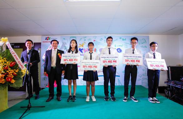 Trường THPT FPT Đà Nẵng trao 60 suất học bổng cho học sinh lớp 9 - Ảnh 1.