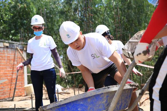Ngôi làng bền vững: Những tình nguyện viên đặc biệt, xông xáo và nhiệt tình - Ảnh 1.