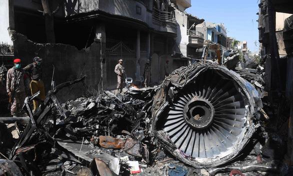 Pakistan đình chỉ bay 262 phi công xài bằng giả - Ảnh 1.