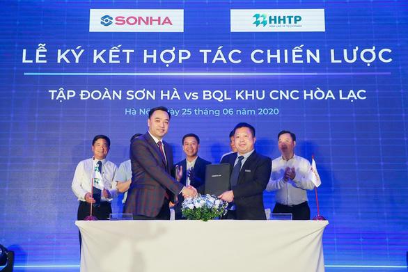 Tập đoàn Sơn Hà ra mắt và ký kết phát triển điện mặt trời áp mái FreeSolar - Ảnh 1.