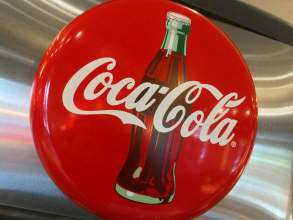 Vì sao Coca-Cola tạm ngừng quảng cáo trên mạng xã hội? - Ảnh 1.