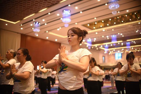 Hơn 600 người cùng tham gia tập YOGA tại Phú Yên - Ảnh 3.