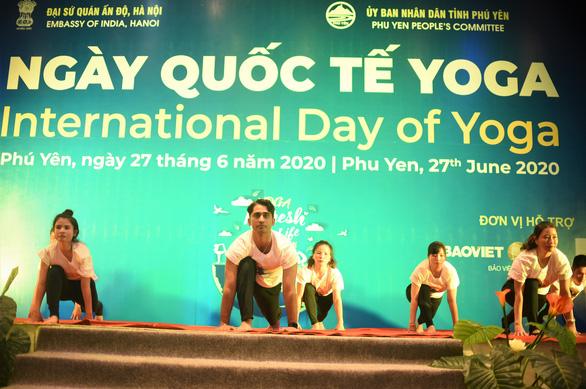 Hơn 600 người cùng tham gia tập YOGA tại Phú Yên - Ảnh 4.