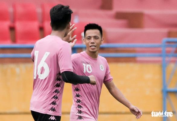 Tiền đạo Văn Quyết: Văn Hậu về Việt Nam tốt cho cậu ấy lẫn Hà Nội FC - Ảnh 1.
