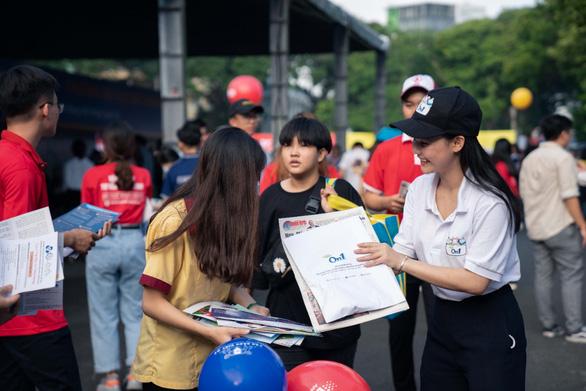 Hoa hậu Đỗ Mỹ Linh và Lương Thùy Linh giao lưu tại Ngày hội tư vấn tuyển sinh hướng nghiệp 2020 - Ảnh 1.