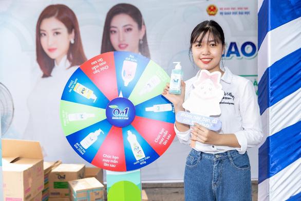 Hoa hậu Đỗ Mỹ Linh và Lương Thùy Linh giao lưu tại Ngày hội tư vấn tuyển sinh hướng nghiệp 2020 - Ảnh 5.