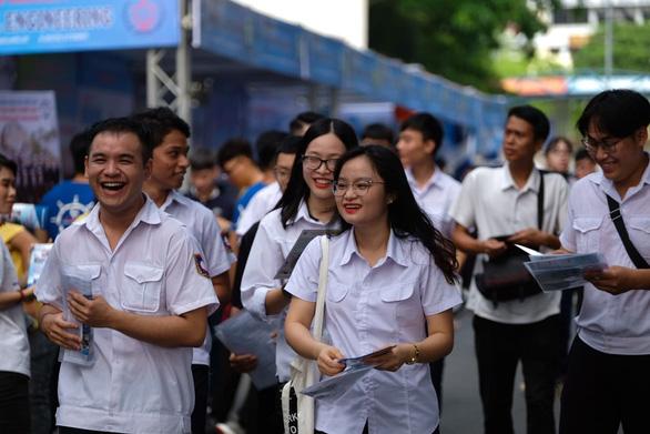 Sáng nay báo Tuổi Trẻ tư vấn tuyển sinh tại Cần Thơ, Hải Phòng: Khám phá ngành nghề, săn tìm cơ hội - Ảnh 3.