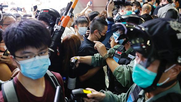 Luật an ninh Hong Kong: Mỹ - Trung ném đá dò đường - Ảnh 1.