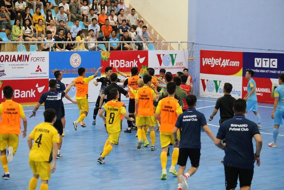 2 cầu thủ futsal bị cấm thi đấu 2 trận do xô xát ở Giải futsal VĐQG 2020 - Ảnh 2.