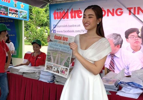 Hoa hậu Đỗ Mỹ Linh khuyên học sinh sống với đam mê, chọn ngành học yêu thích - Ảnh 1.