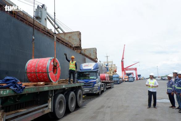 50.000 tấn thép xuất khẩu sau COVID-19 từ cảng của Bầu Thắng - Ảnh 1.