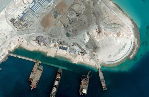 Mỹ sẽ trừng phạt các tập đoàn Trung Quốc cải tạo trái phép Biển Đông, đe dọa nước khác? - Ảnh 1.