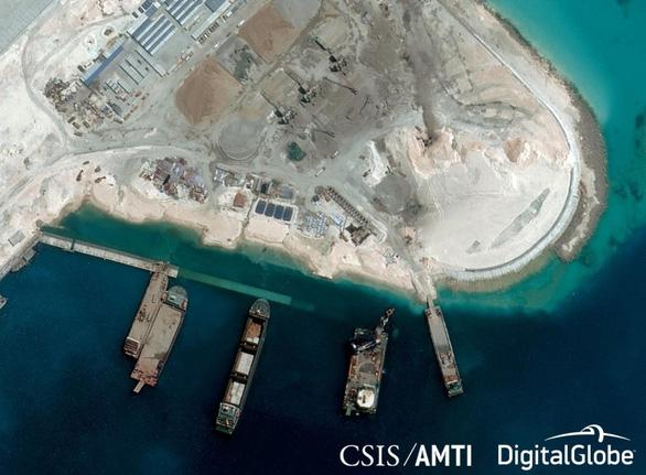 Trung Quốc nói tìm thấy nước ngọt ở đá Chữ Thập chiếm của Việt Nam - Ảnh 1.