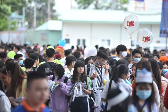 Sáng nay báo Tuổi Trẻ tư vấn tuyển sinh tại Cần Thơ, Hải Phòng: Khám phá ngành nghề, săn tìm cơ hội - Ảnh 1.