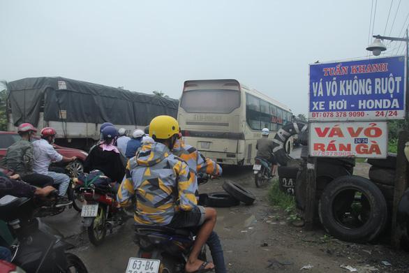 Công trình giao thông của bộ gây kẹt xe, địa phương đề nghị làm nhanh - Ảnh 1.