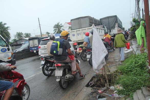 Công trình giao thông của bộ gây kẹt xe, địa phương đề nghị làm nhanh - Ảnh 2.