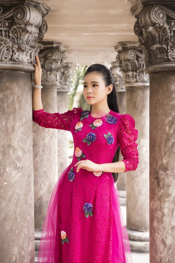 Thiên thần bolero Quỳnh Trang mang lại làn gió mới với liên khúc 30 bài bolero - Ảnh 1.