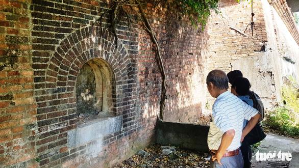 Hai chiếc cổng gạch mới phát hiện ở Kinh thành Huế: Có thể là chỗ đặt đại bác - Ảnh 2.