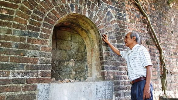 Hai chiếc cổng gạch mới phát hiện ở Kinh thành Huế: Có thể là chỗ đặt đại bác - Ảnh 1.