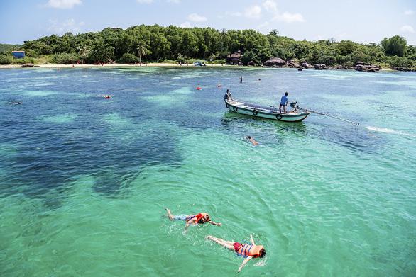 Khiêu vũ cùng đường cong sóng biển trên đảo ngọc Phú Quốc - Ảnh 1.