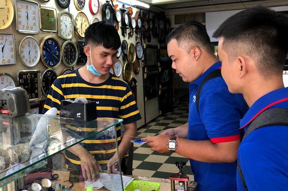 Tiểu thương Sài Gòn từ chị bán chè đến cô bán vải cũng xài QR Code - Ảnh 1.