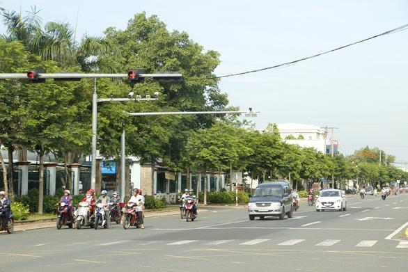 Hàng loạt cơ quan bị nêu tên vì có xe biển xanh vượt đèn đỏ, chạy quá tốc độ ở Bình Phước - Ảnh 1.