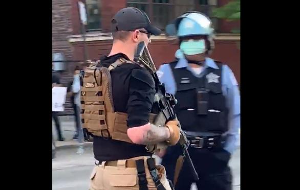 Xuất hiện dân quân chống biểu tình hội của tự trang bị súng ống ở Mỹ - Ảnh 1.