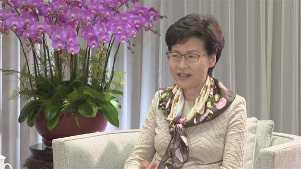 Bà Carrie Lam thấy nhẹ nhõm vì Trung Quốc ủng hộ luật an ninh với Hong Kong - Ảnh 1.