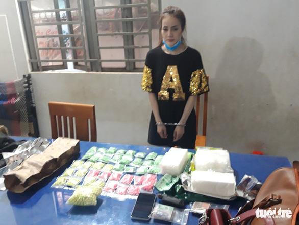Tạm giữ người phụ nữ vận chuyển 4kg ma túy từ Campuchia về VN - Ảnh 1.