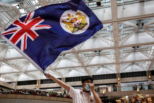 Trung Quốc nói Anh không có quyền gì ở Hong Kong - Ảnh 1.