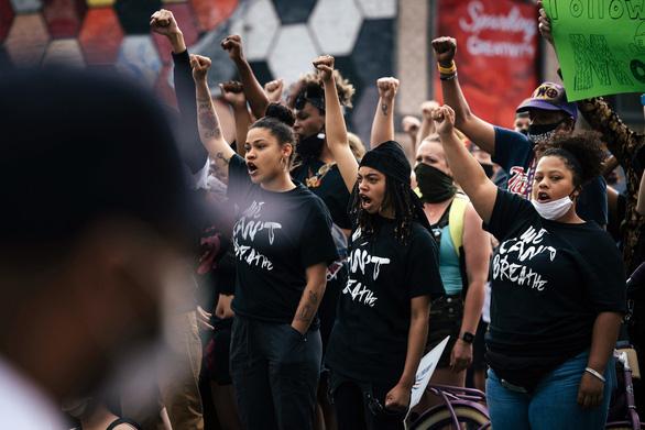 Người biểu tình ở New York, Washington bất chấp giới nghiêm - Ảnh 3.