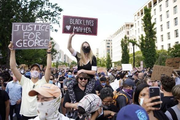 Khảo sát: Hầu hết người Mỹ thông cảm với các cuộc biểu tình - Ảnh 1.