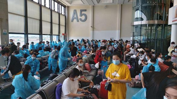 WHO khuyến cáo thận trọng khi mở cửa biên giới, đường bay quốc tế - Ảnh 1.