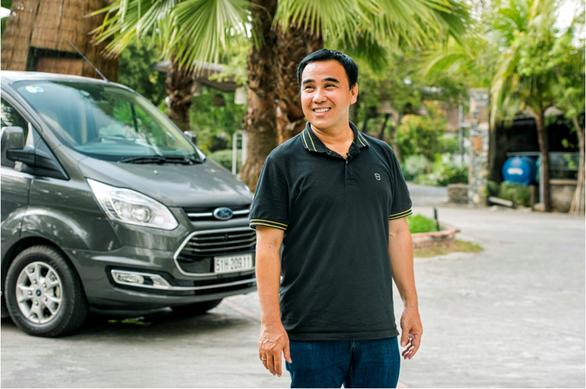 MC Quyền Linh: Không ngại di chuyển đường dài với chuyến xe hạnh phúc Ford Tourneo - Ảnh 1.