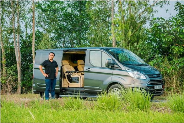 MC Quyền Linh: Không ngại di chuyển đường dài với chuyến xe hạnh phúc Ford Tourneo - Ảnh 4.