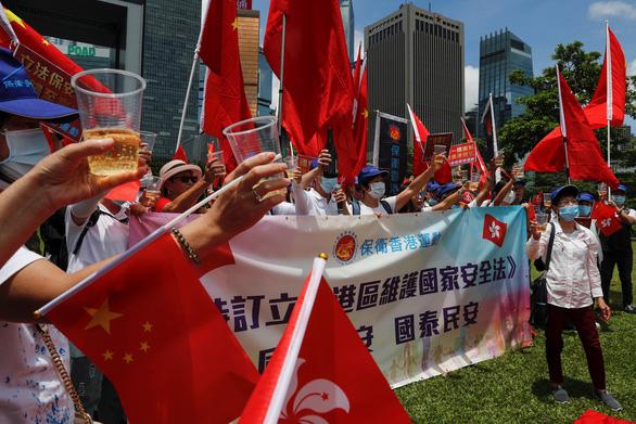 Ông Tập Cận Bình ký luật an ninh, Hoàng Chi Phong tuyên bố tiếp tục bảo vệ Hong Kong - Ảnh 2.