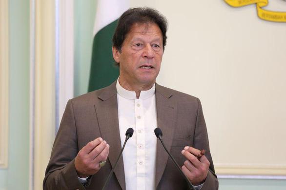 Pakistan nói Ấn Độ đứng sau vụ tấn công chết người ở sàn chứng khoán - Ảnh 1.
