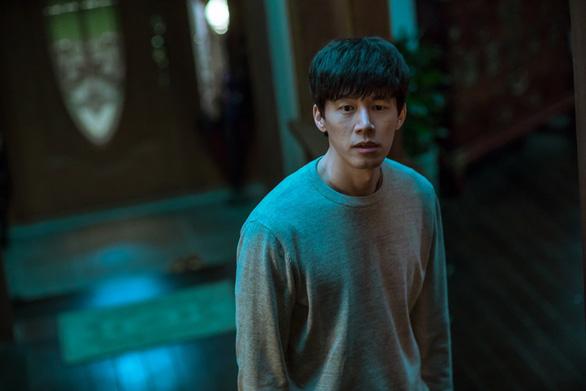Phim Kẻ xâm nhập: Lời cảnh tỉnh về hội thánh tà đạo đáng sợ của Hàn Quốc - Ảnh 2.