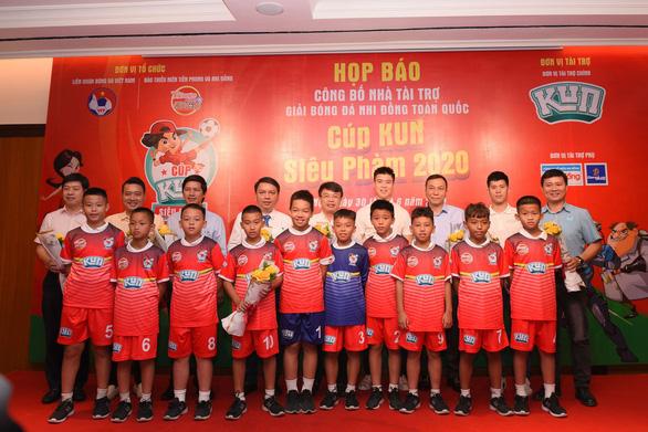 Cựu danh thủ Hồng Sơn: Nhiều người nói tôi phải làm HLV ở V-League hoặc đội tuyển - Ảnh 1.