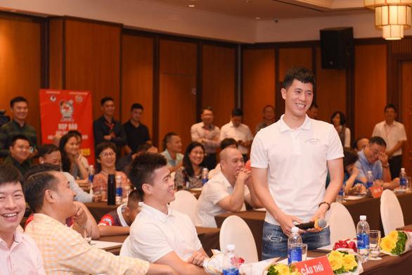 Cựu danh thủ Hồng Sơn: Nhiều người nói tôi phải làm HLV ở V-League hoặc đội tuyển - Ảnh 2.